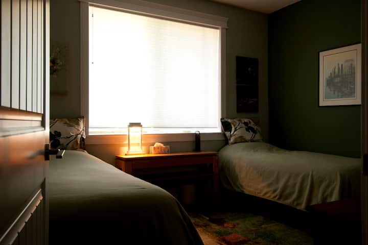 Salmon Point B&B - two twin beds or a king bed.