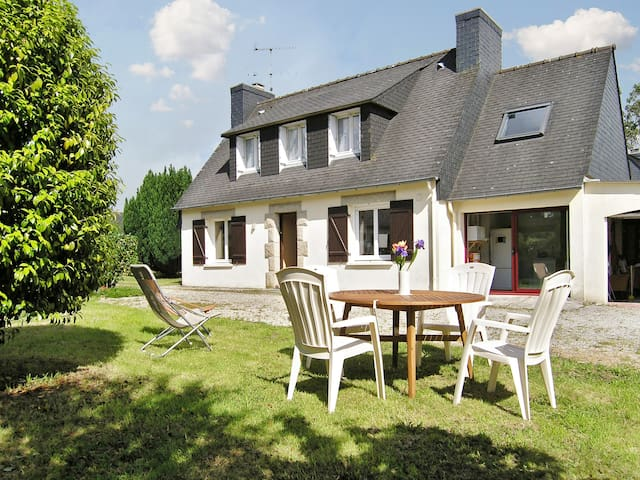 Idyllic Breton house with garden - Pont-l'Abbé - House