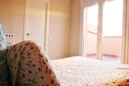 Habitació amb vistes ben comunicat - Vic - Loft