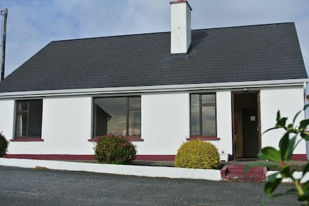 Aran Islands View in Coastal Connemara.  Sleeps 6! - Galway - Ház