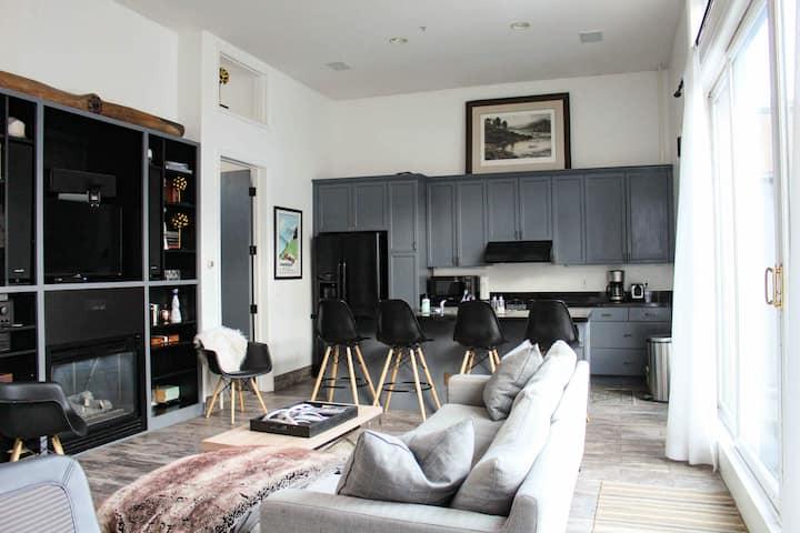 Modern Penthouse in Aspen Core w/ Private Hot Tub