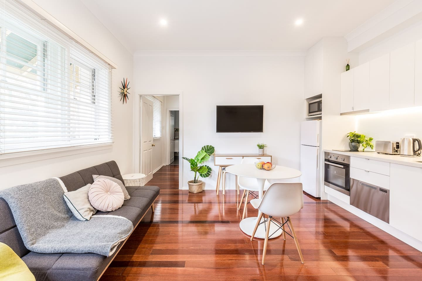 A newly renovated apartment in the heart of Potts Point. Completed in June 2019.