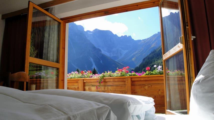 gemütliche Wohnung mit Holzofen in toller Umgebung - Obernberg am Brenner - Lägenhet