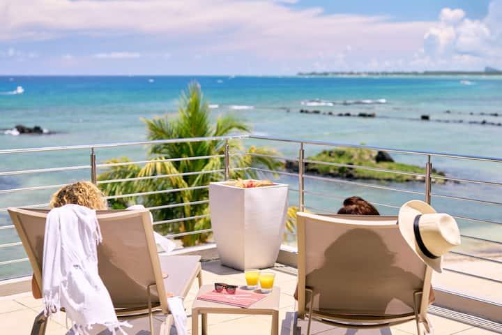 Bon Azur Beachfront 3 Bedrooms Penthouse by LOV