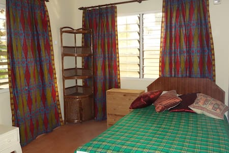 Room in The Comfort Zone, a cosy bungalow in Accra - Accra