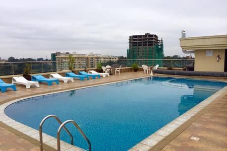 Skyline Suite (rooftop pool, gym, own bathroom) - Nairobi