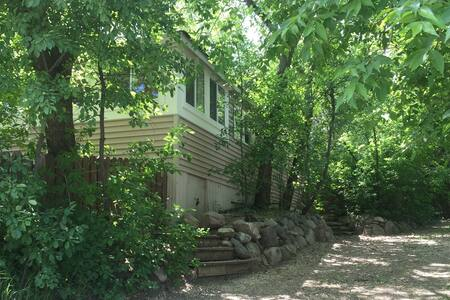 3 bedroom cottage steps from the main beach