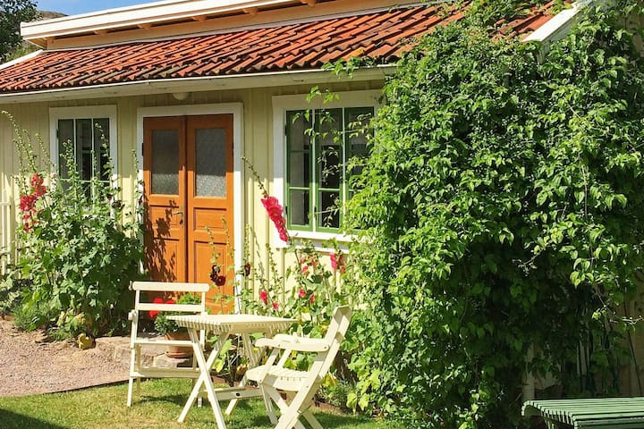 2 person holiday home in HUNNEBOSTRAND