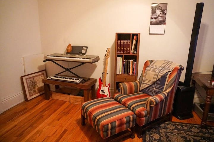 Charming Studio Apt. In The Heart Of Northside