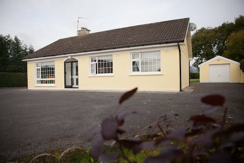A bright modernised 3 bed bungalow,on own grounds