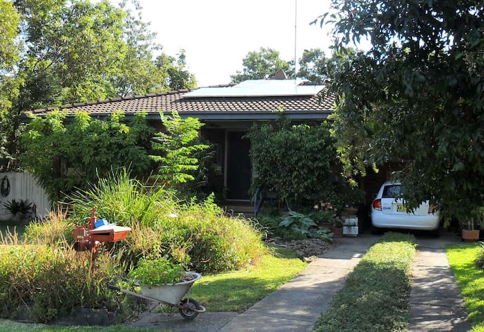 Cosy Caerulea Cottage, central Richmond - Hobartville - Hus