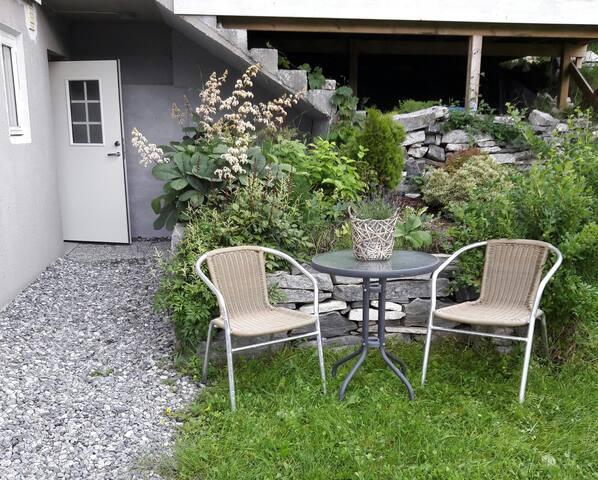 Nyoppusset leilighet/hybler sentralt Nordfjordeid