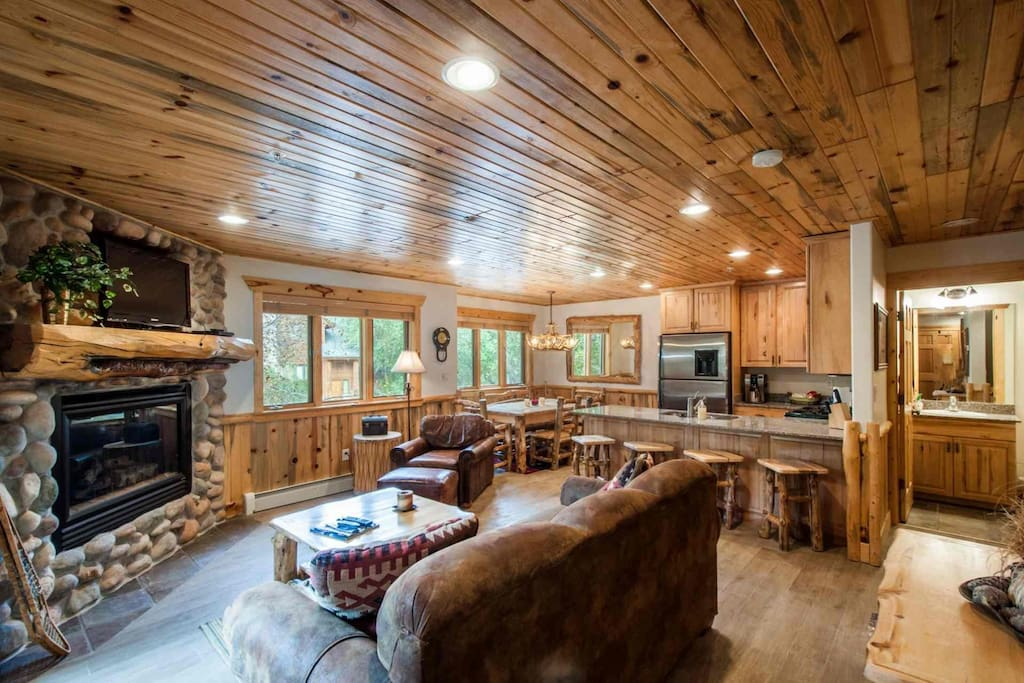 This 2-bedroom, 2.5-bath condo Timber Wolf condo features an elegant mountain lodge exterior and stunning interior with mountain timber furnishings.