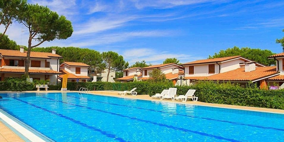 apt for 4+1 persons with pool in Bibione R68891