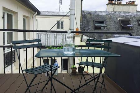 Un studio sur les toits de Paris - Paris