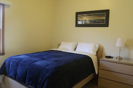 PEACEFUL 15 ACRES - PRIVATE BEDROOM & BATH - Willis