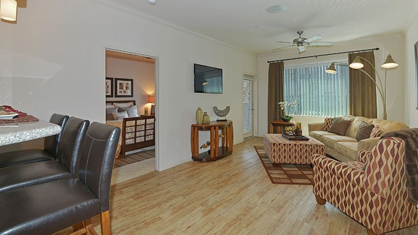Everything you need | 1BR in Avondale