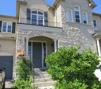 Private Bsmt. Apartment with free parking - Vaughan