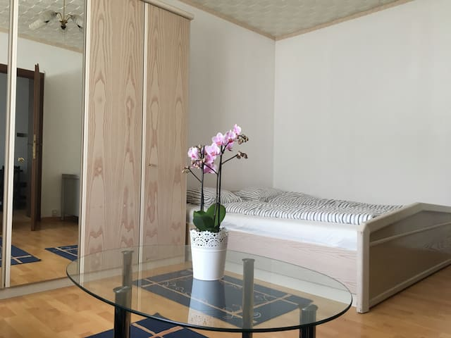 bright 2 rooms apartment-15 min to the State Opera