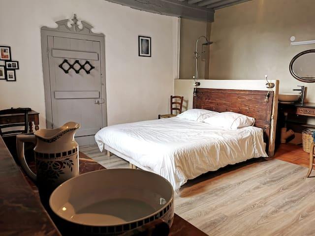 Chambre 1 et sa salle de bain