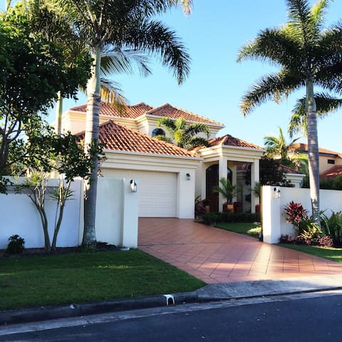 Beautiful water front home - Parrearra - Dom