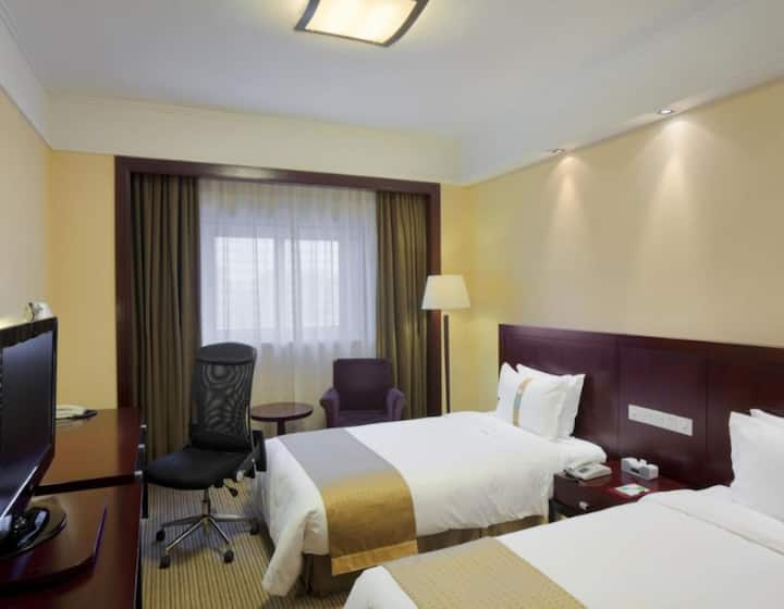 Spacious hotel accommodation in Quezon City