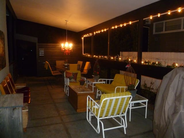 Whimsical Up. Fl. Bungalow w Stunning Outdoor Area - Calgary - House