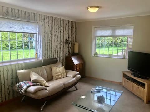 Charming Garden Annexe In Southport