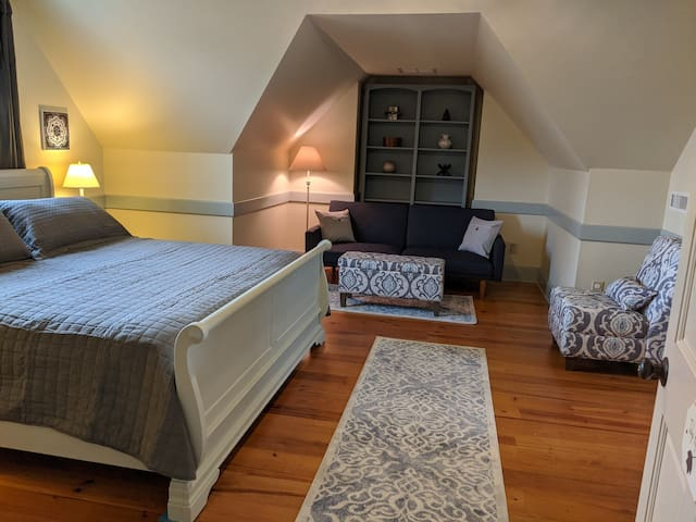 Welcome to the Tulip Poplar King Suite at the Manor!