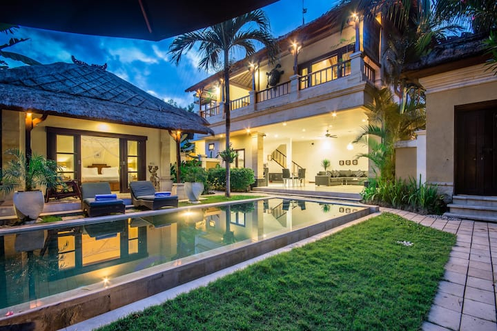 2 Bedroom pool villa in central Seminyak