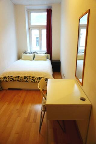 double room near Westbahnhof&City3