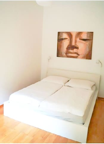 Bright 2-bedroom apartment in Berlin (ID 802/WE4)