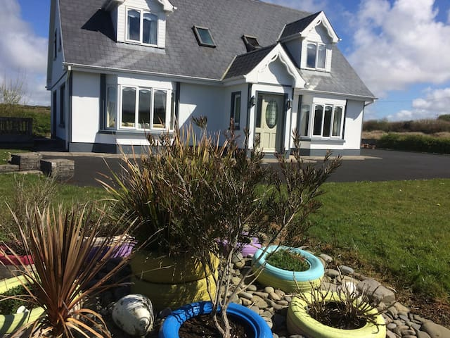 Lorna's Apartment, 4 mins walk to Miltown Malbay