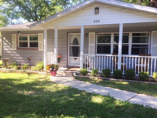 The Nest (3br 1.5 bath) in Downtown Brooksville