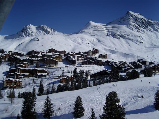 Spacious, sunny ski apartment in La Belle Plagne - Mâcot-la-Plagne - Apartament