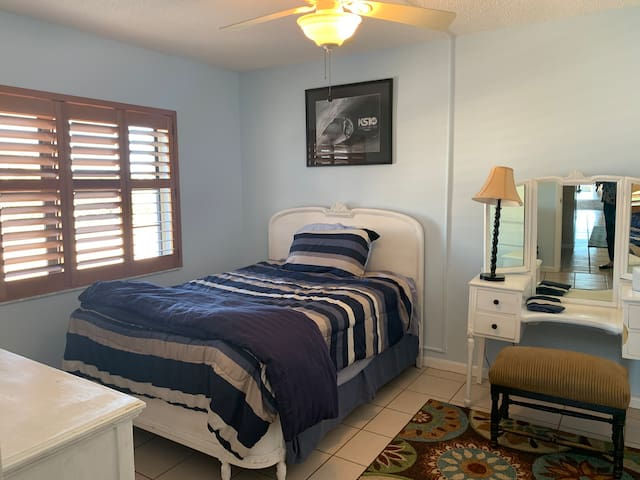 Quiet shared condo 1 mile to beach and port.