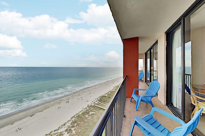 Top-Floor Beach Colony Condo w/ Amazing Ocean Views