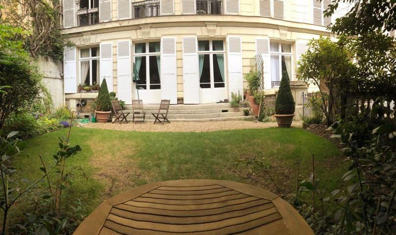 Grand style haussmanien à 7min. du Château! 13m2