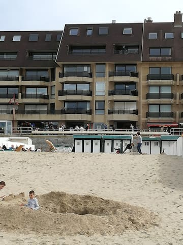 In one step from the appartment to the beach