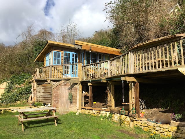 Chestnut Cabin, Rustic stay with stunning views - Gloucestershire
