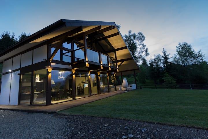 Alpine Lounge****