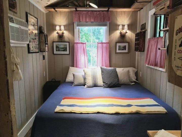 Retro Tiny Cabin in the Trees   Camp Hike-n-Bike