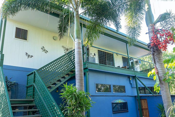 Butterfly House Accommodation - 2 mins from beach