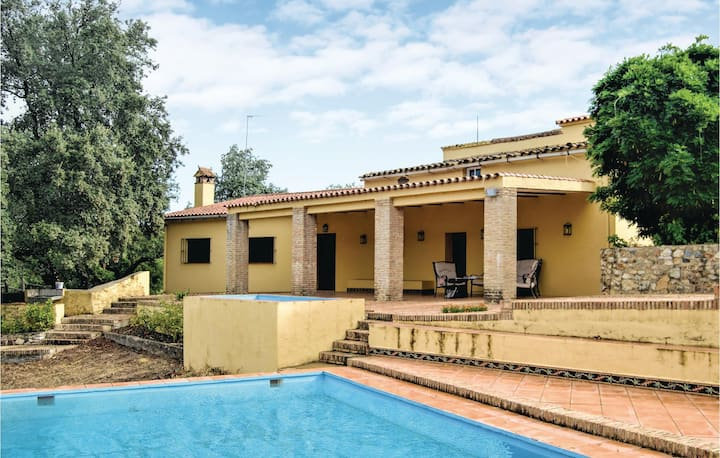 Nice home in Cortegana with 5 Bedrooms and Outdoor swimming pool