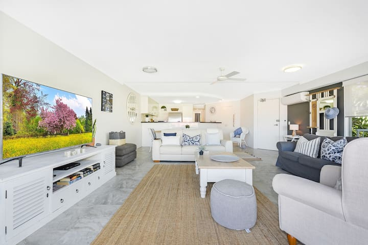 Living Room with Smart TV, Generous Balcony, Air Conditioning and Luxurious Furnishings