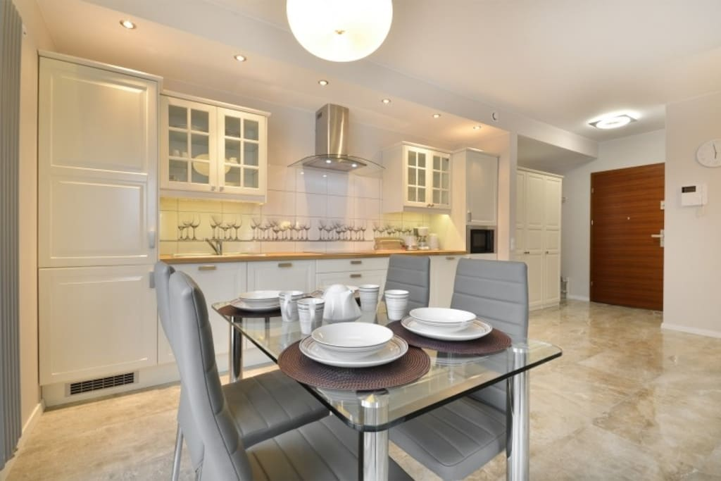Dinning space with a kitchenette