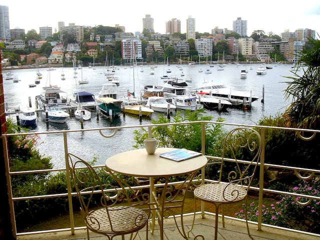 Waterfront apt with stunning uninterrupted views - Double Bay - Lägenhet