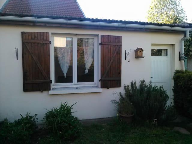 Dépendance dans jardin. - Drancy