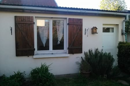 Dépendance dans jardin.