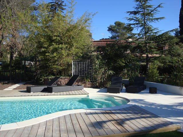 Patio Zen, Appart avec terrasse + piscine chauffée